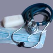 mundschutz-und-stethoskop